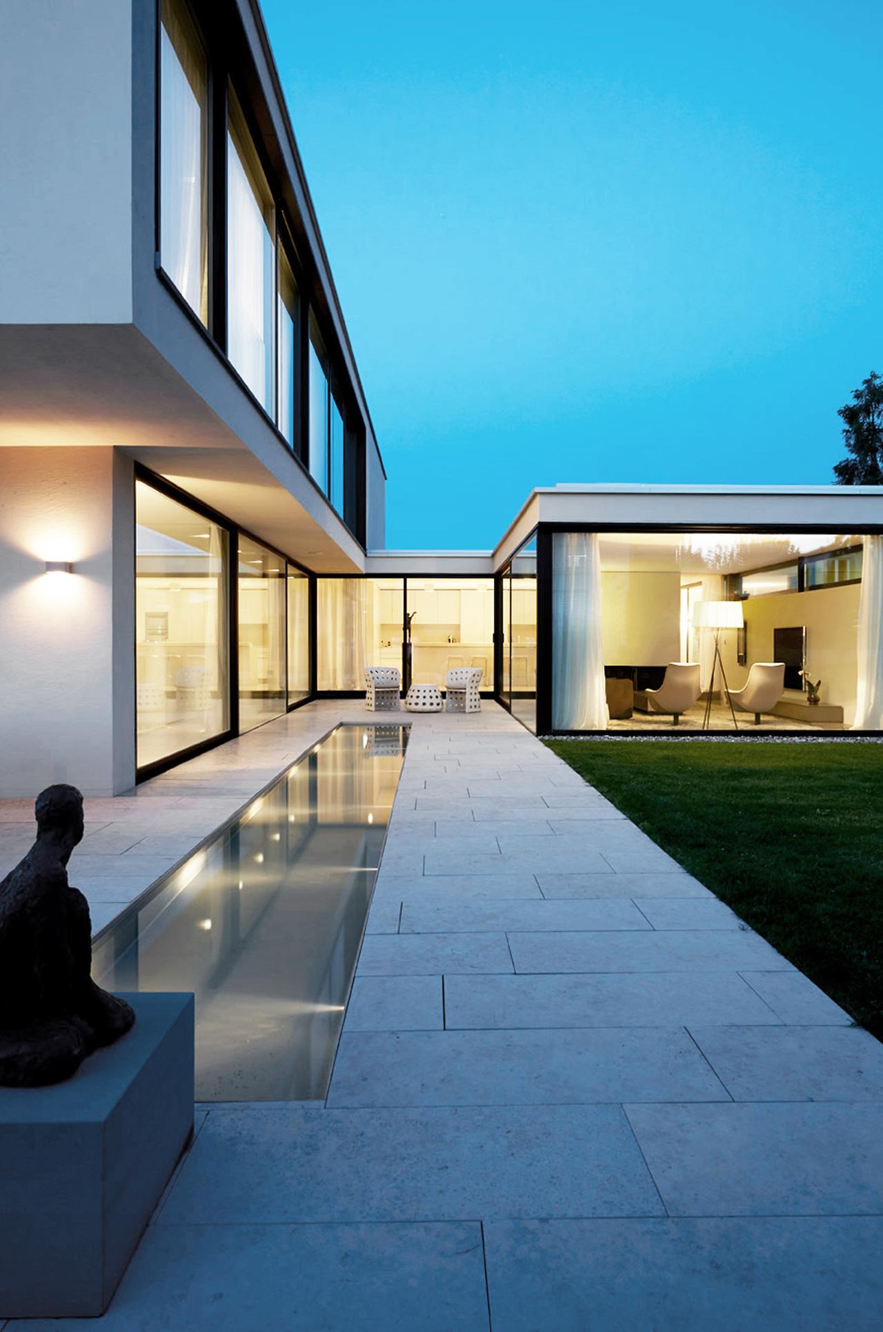 Pfister Klingenfuss Architekten, Haus H, Mörschwil, Aussensitzplatz mit Blick ins Wohnen