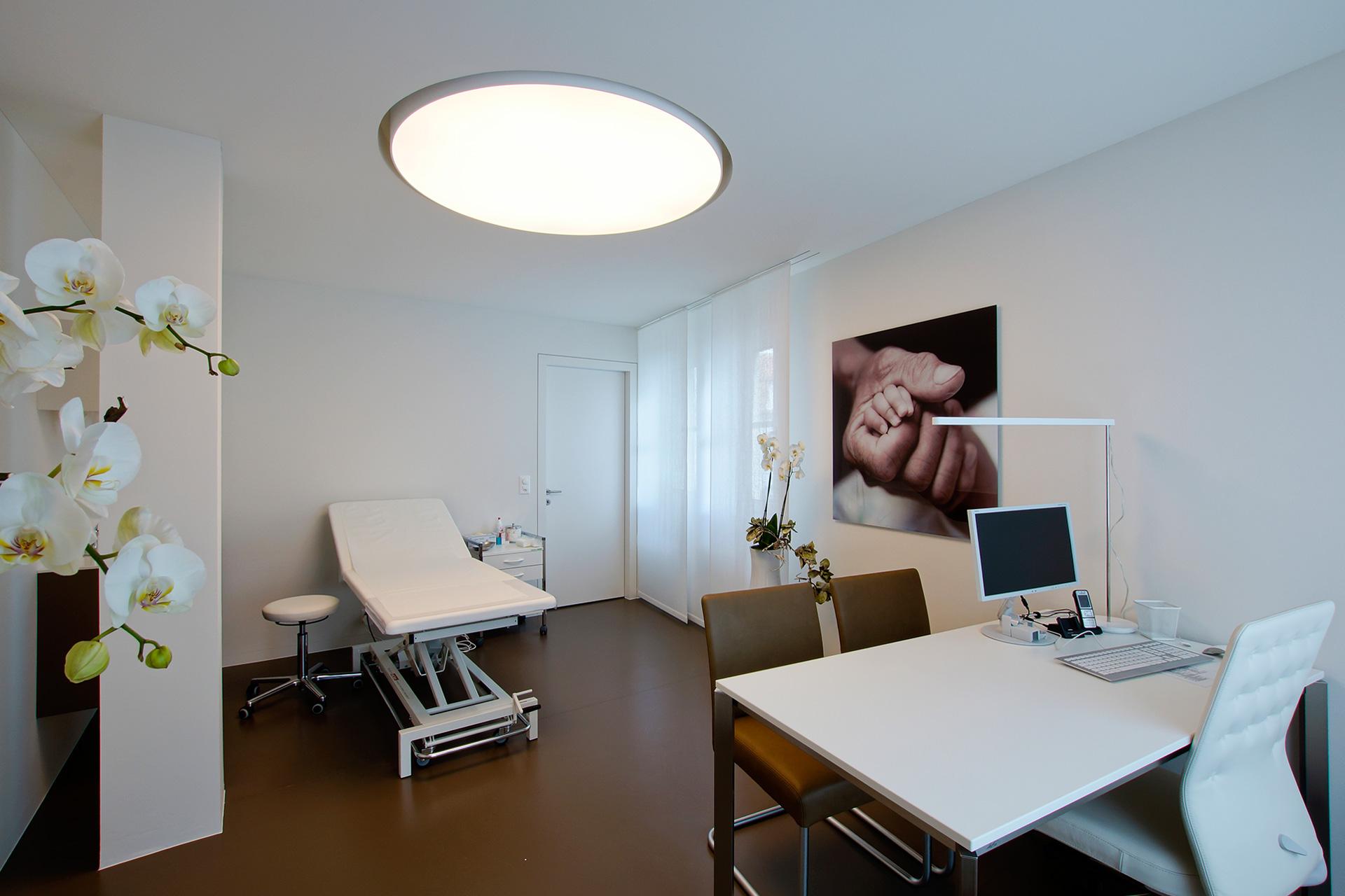 Pfister Klingenfuss Architekten, Hautartzpraxis, Rorschach, Behandlungszimmer